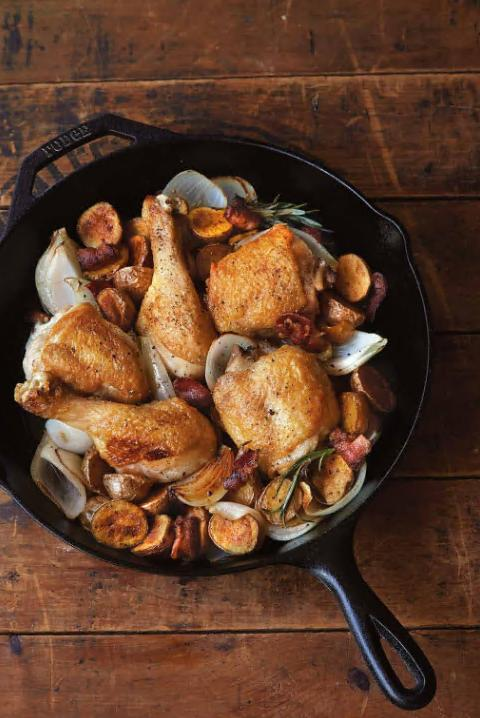 Lodge Skillet With Assist Inch